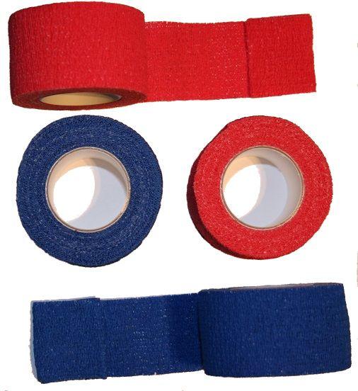 Pflastertape Be-Schu-Plast auf Rollen in rot und blau, seitlich und teils abgerollt fotografiert