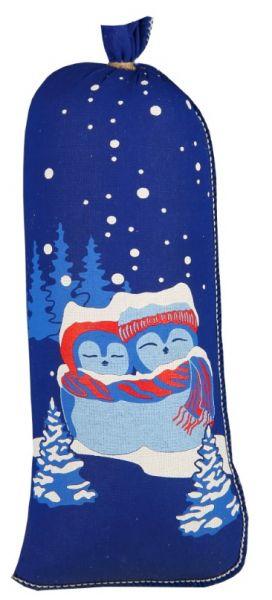 Königsblauer Textildarm bedruckt mit einem sich umarmenden Eulenpärchen vor einer Winterlandschaft