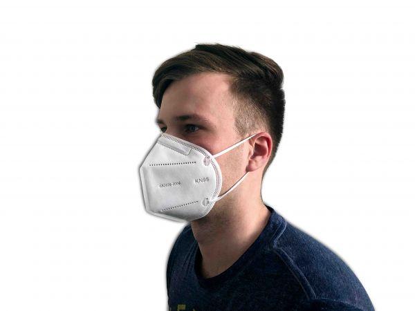 Gesichtsschutzmaske getragen von einem Mann