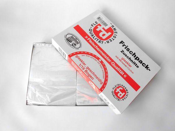 Ein halb geöffneter Karton mit glasklaren Frischpack-Zuschnitten 1/16 Bogen der Marke fd